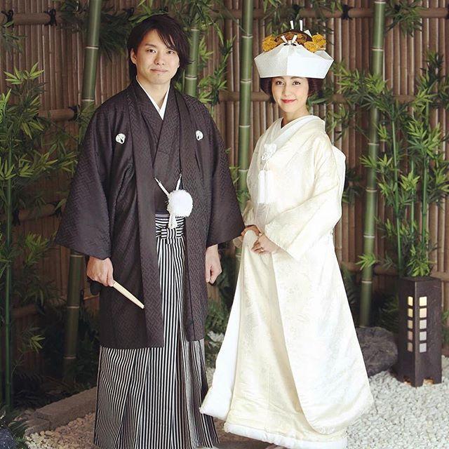 """白無垢""""とは、掛下、打掛、帯や小物などすべてを白一色で仕立てた日本の伝統的な花嫁衣装のこと*『嫁いだ先の色に染まります』『神聖で汚れのない真っ白な状態です』などの意味が込められており、古くから日本で受け継がれてきました♩"""