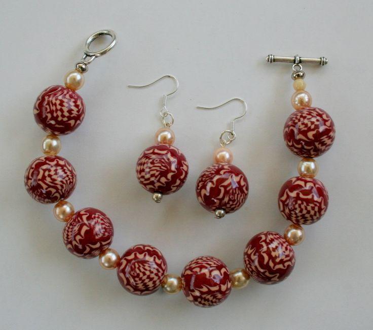 Halsketting gemaakt fimo met bijbehorende oorbellen. Zie ook inspiratiepagina www.kleishop.nl