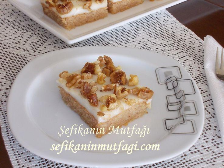 Tadı damaklarınızı şenlendirecek enfes bir lezzet Muhallebili İncirli Kek #lezzet #muhallebi #incir #kek #yummy #delicious #recipes http://sefikaninmutfagi.com/muhallebili-incirli-kek/