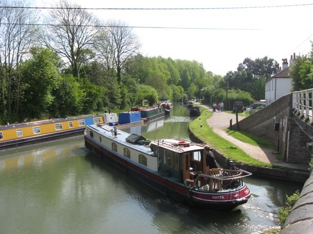 Grand Union Canal: Tring Summit, Junction with Wendover Arm  This is the way to build a canal boat: cruiser-style stern, raised roof line for more windows and light, looks like it's the dinette in the raised section, allowing the pilot to socialise...  #canals
