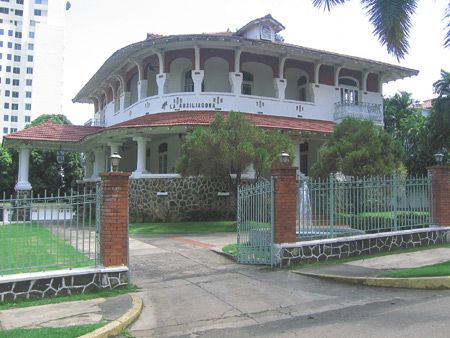 The Visitor / El Visitante -- Tourist Newspaper of Panama