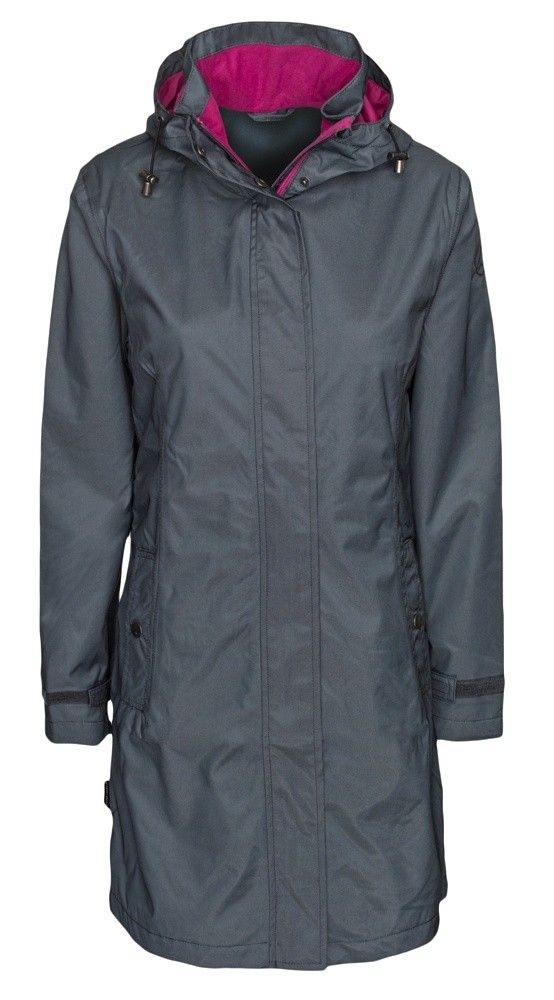Reiersfossen rain coat for women is an elegant and soft rain coat with a fitted cut for a more flattering fit.