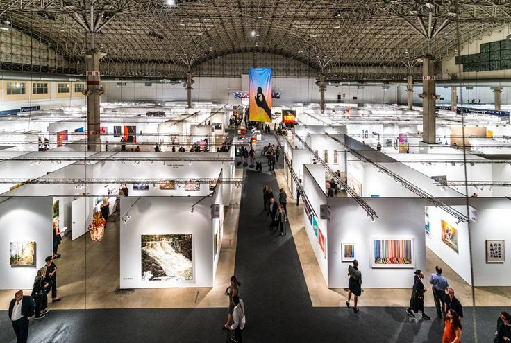 Dealers Report a Sluggish Start at EXPO Chicago 2016 http://lnk.al/2NMw #artmarket