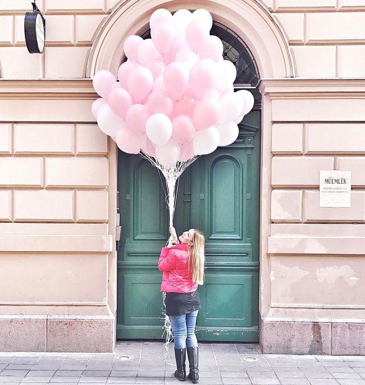 """2,617 kedvelés, 3 hozzászólás – Muszula Timi (@viraglauravirag) Instagram-hozzászólása: """"#lauravirag #balloons #vintagegarden"""""""