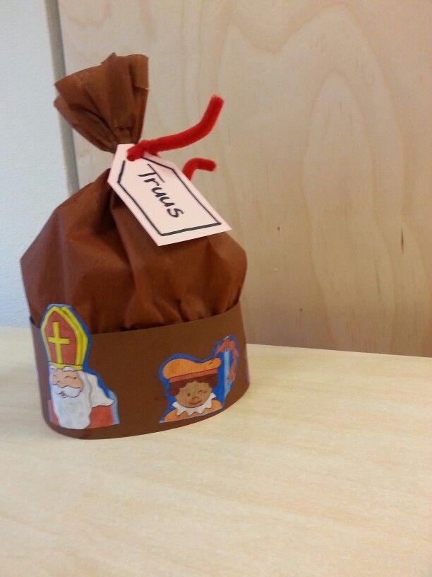 """* """"Pietenmuts-Zak"""", hang er ook nog wat kleine cadeautjes aan!"""