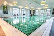 Van der Valk Hotel Emmen Nieuw Amsterdam  Description: Aan de rand van de grootste stad van Drenthe nabij de buurtschappen Erica en Nieuw-Amsterdam is Van der Valk Hotel Emmen gelegen. Met het Wildlands Adventure Zoo Emmen op steenworp afstand (5 km) is dit hotel met verscheidene soorten kamers een ideale verblijfplaats. Het hotel biedt een zwembad met Jacuzzi en een fitnessruimte. Alle kamers zijn voorzien van een luxe badkamer met whirlpool. Van der Valk Hotel Emmen beschikt over een…