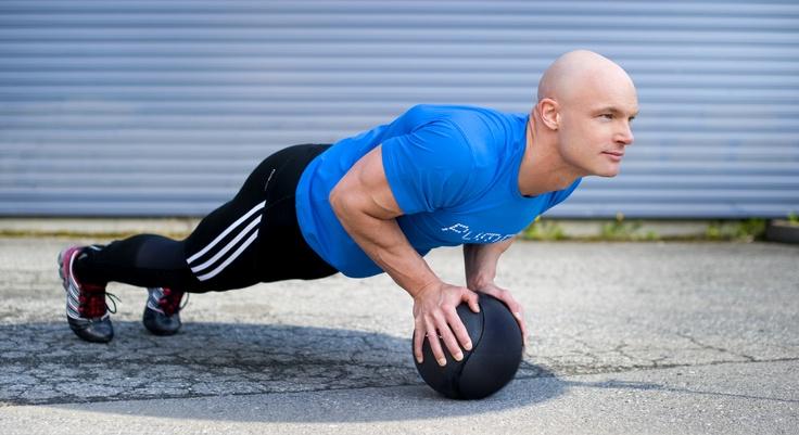 Trening ute med medisinball