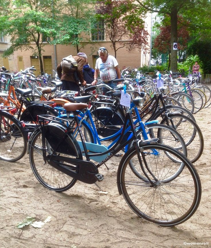 Fahrrad Flohmarkt Berlin - Used bicycles, cycling related art, activism & more - market in Kreuzberg