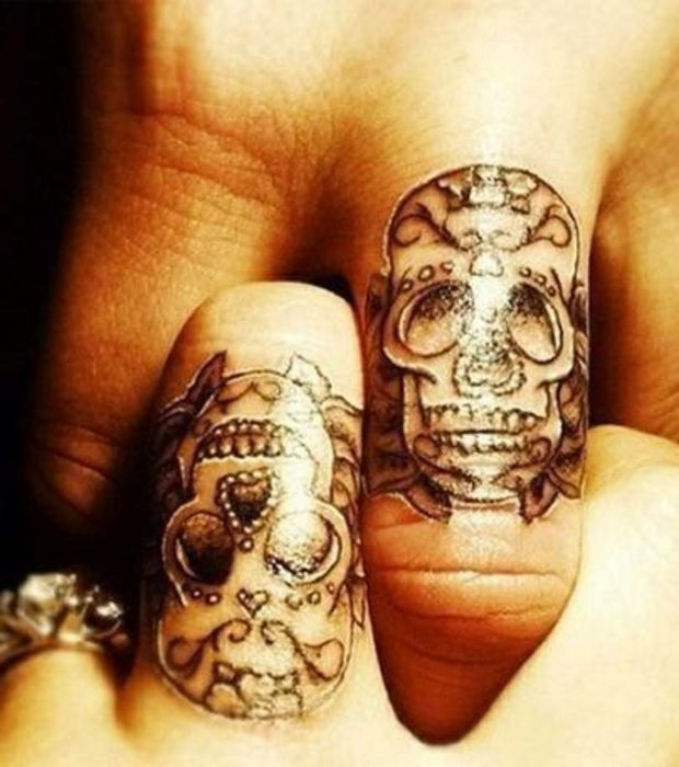1000 id es propos de tatouage doigt homme sur pinterest tatouages d 39 pouses tatouages d. Black Bedroom Furniture Sets. Home Design Ideas