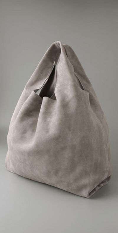This bag only has the absolutely necessary to be called a bag. No pockets, no bells or whistles, no nothing. Just two pieces of beautiful, thick and soft fabric sown together.