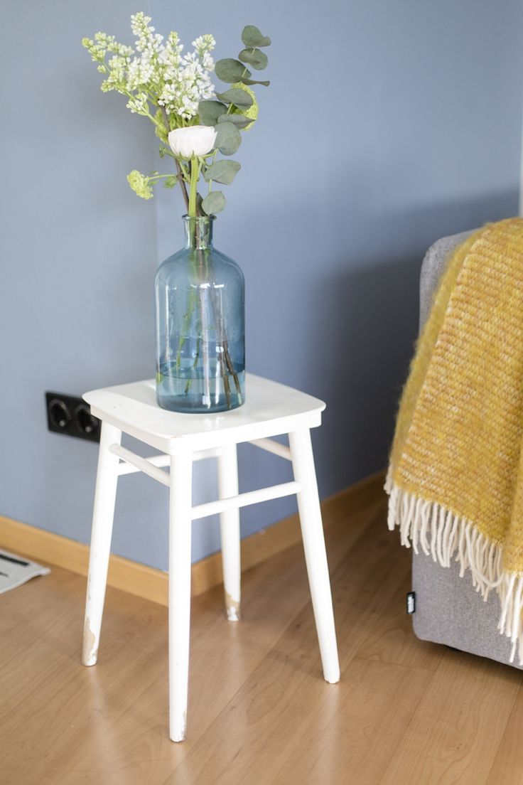 Eine blaue wand für das wohnzimmer wienerwohnsinn wohnzimmer urbnara blaue wandfarbe 0037