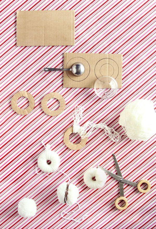 DIY: perfectly fluffy pom poms
