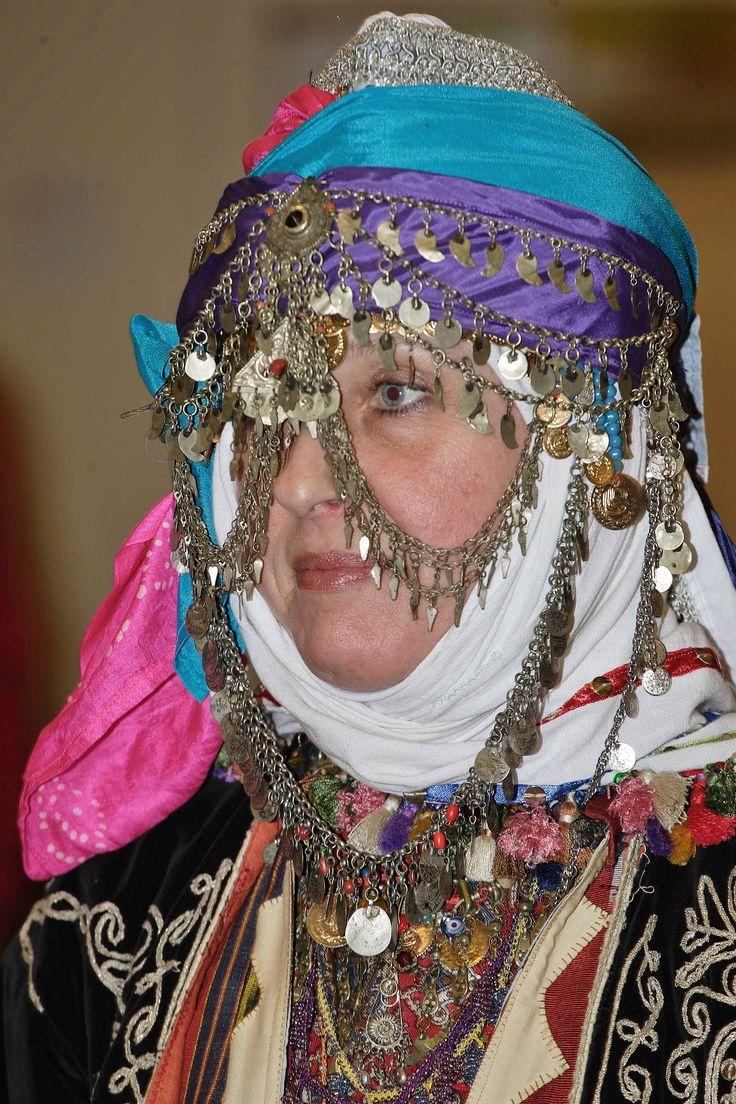 Traditional bridal headdress from Merkez Kapıkaya köyü (near Bergama, north of Izmir). Mid-20th century. Ethnic group: Kozak, Alevi Türkmen. (Kavak Costume Collection - Antwerpen/Belgium). Reference: 'Türkmen Giyimi' – Sabiha Tansuğ.