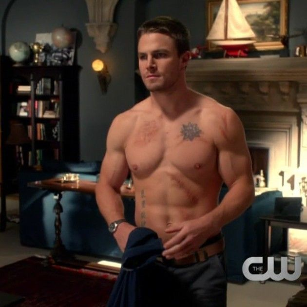Arrow - Oliver Queen (Stephen Amell) shirtless.... again. XD