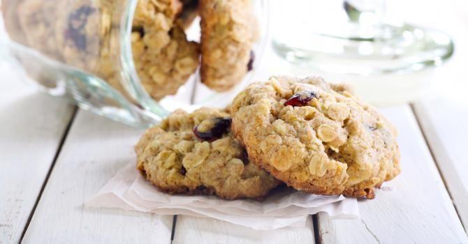 Recette de Biscuits aux flocons d'avoine et cranberries pour collation détox. Facile et rapide à réaliser, goûteuse et diététique.