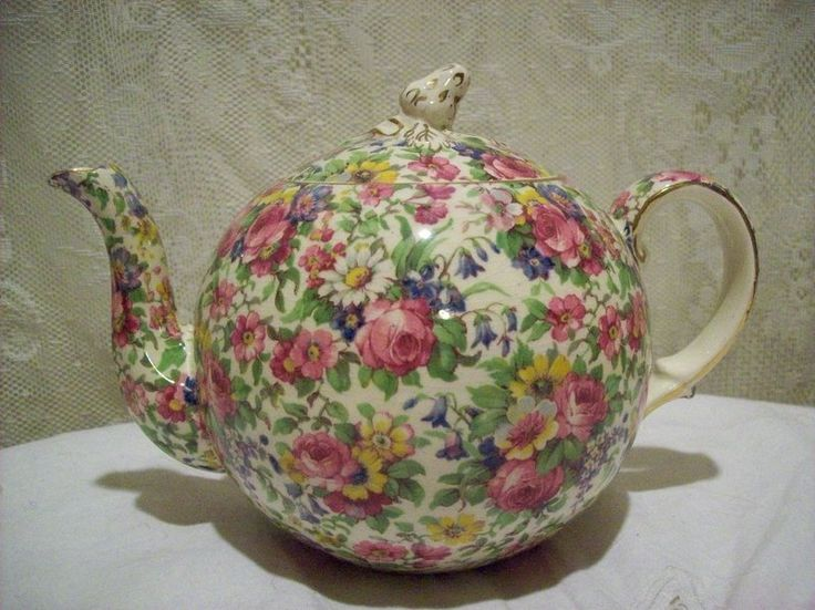 Love chintzware and teapots--Vintage Royal Winton Summertime Chintz Teapot ...an absolute fave of mine!