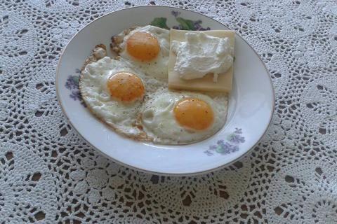 Jak připravit opečený tvaroh s vejci | recept