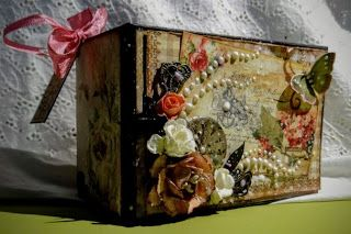 Mini album from toilet paper Rolls tim holtz sizzix