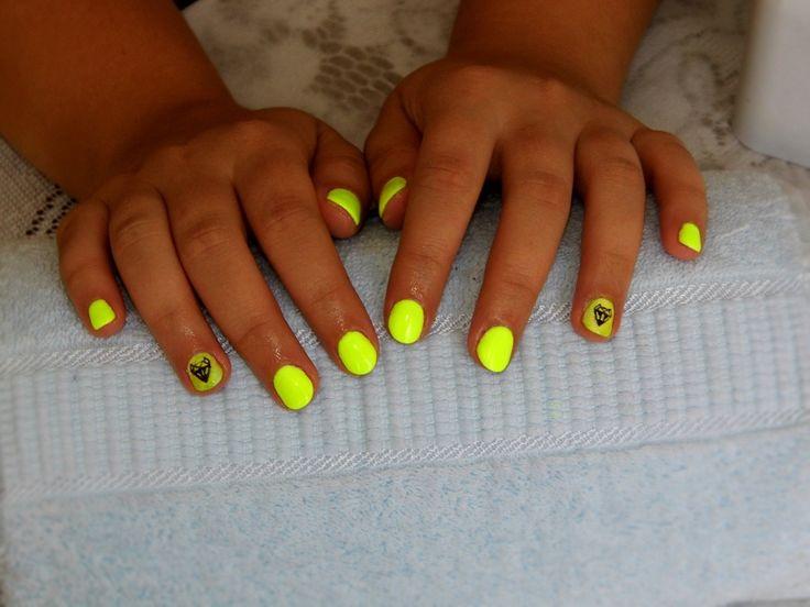 #blur #effect #geometric #fox #neon #yellow #hybrid #nails