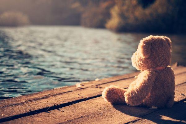 In seguito ad una perdita, che si tratti del decesso di una persona cara, di una separazione, di una menomazione, della perdita di una funzione o di una capacità, ci si trova a vivere un lutto. Al fine di elaborare adeguatamente il dolore che ne deriva sono state individuate da Elisabeth Kübler-Ross cinque fasi fondamentali che si ritiene opportuno vengano vissute e superate al fine di accettare quanto avvenuto per ricominciare a vivere serenamente.