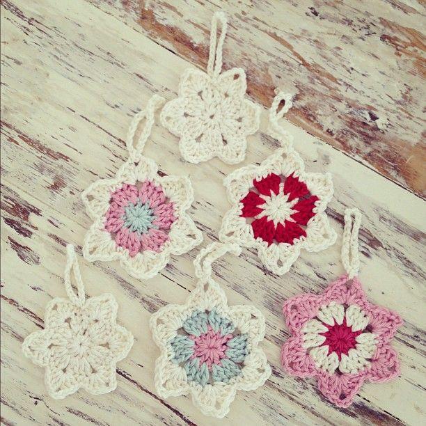 .@mrstifflivingcreatively | Crochet Christmas star decorations