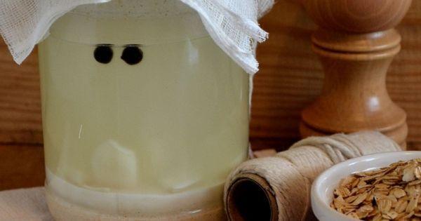 Owsiany zakwas na żurek. Zmielone na mąkę płatki owsiane (lub mąkę owsianą) włożyć do litrowego, wyparzonego słoika. Ząbki... Sprawdź!