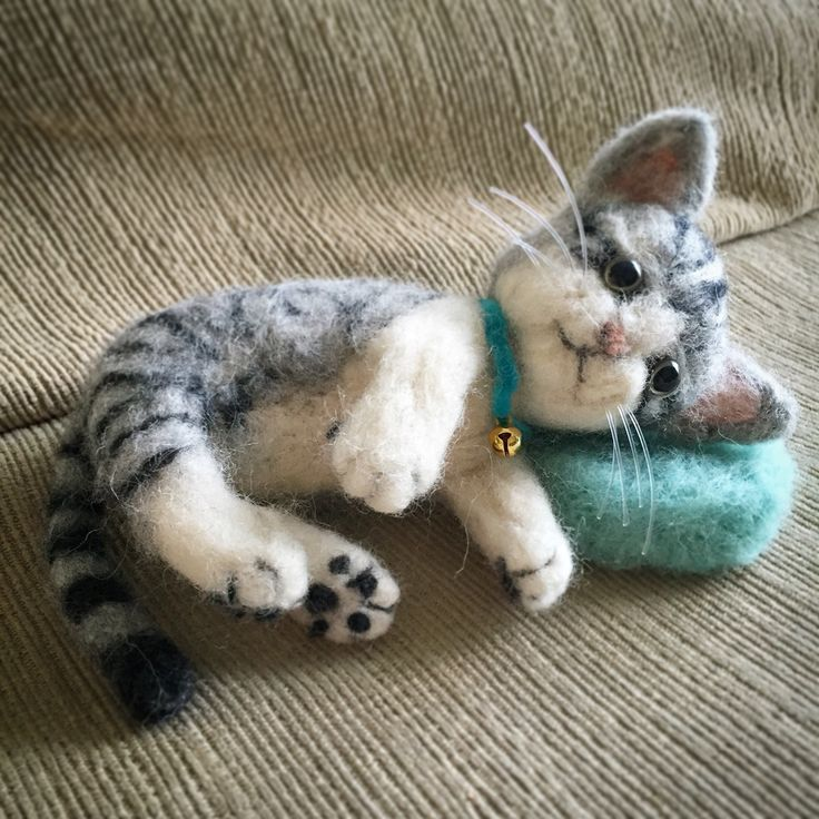 My 1st Needle Felted Kitty Cat.