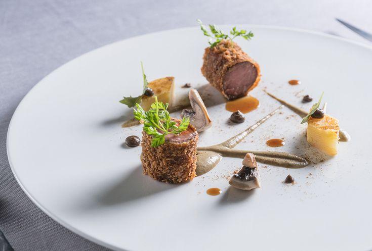 Ricetta di Domenico Stile: Agnello alla Villeroy, salsa di champignon alla senape e millefoglie di patate