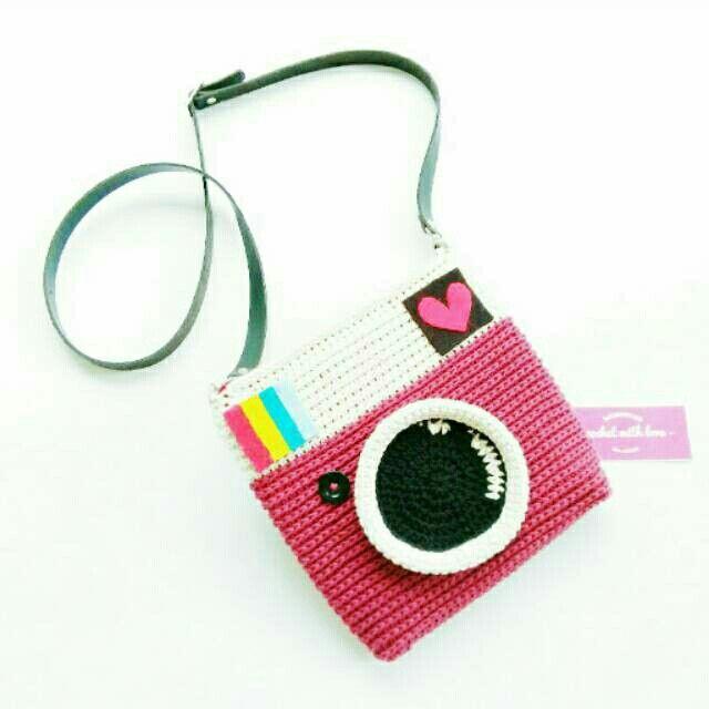 Crochet lomo camera slingbag maroon color