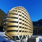 """OIKOS completes """"unbuildable"""" Davos Hotel with oval façade"""
