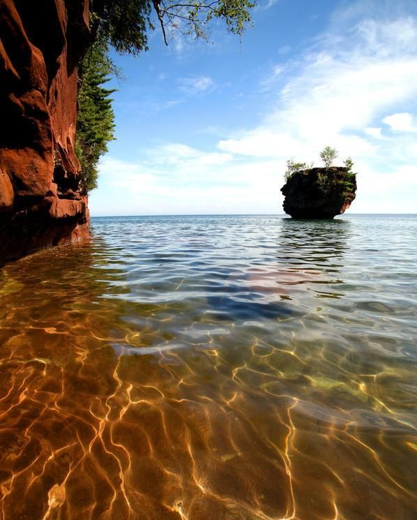 Esoteric waterscape - A sea stack at Apostle Islands National Lakeshore, Wisconsin (C. Berry) - Pixdaus