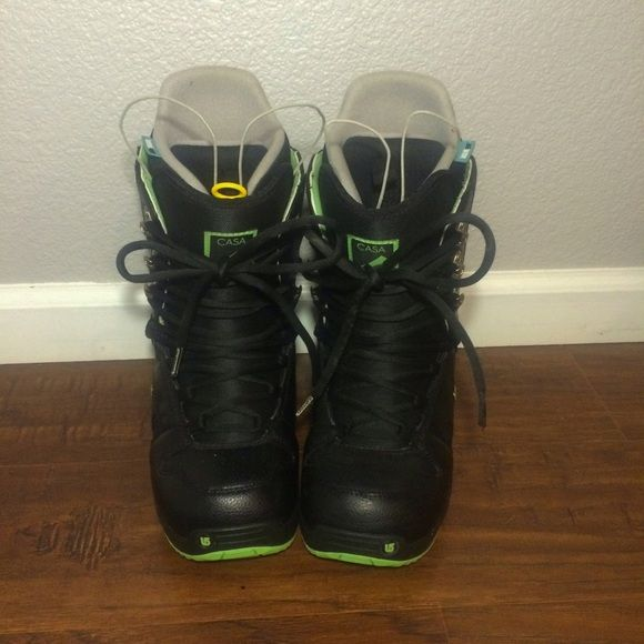 Black and Green Burton Casa Boots Black and green burton casa snowboard boots. USED ONLY ONCE. Great condition! Lace up with TRUEFIT insert. Shoestring pull tab, perfect for a new boarder. Black with green accents and great tread on the bottom. IM NOT SURE IF THIS IS WHERE ANYONE WOULD BUY SNOWBOARD GEAR BUT IM GIVING IT A TRY:) Burton Shoes Winter & Rain Boots