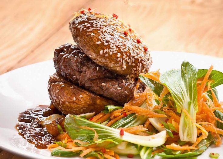ginger burger with mushroom 'buns' & chinese coleslaw | #vegetarian #mushroom #burger #foodwise #recipe