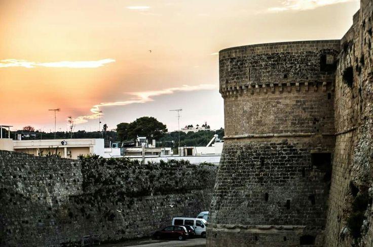 Otranto. Tramonto sul castello aragonese.