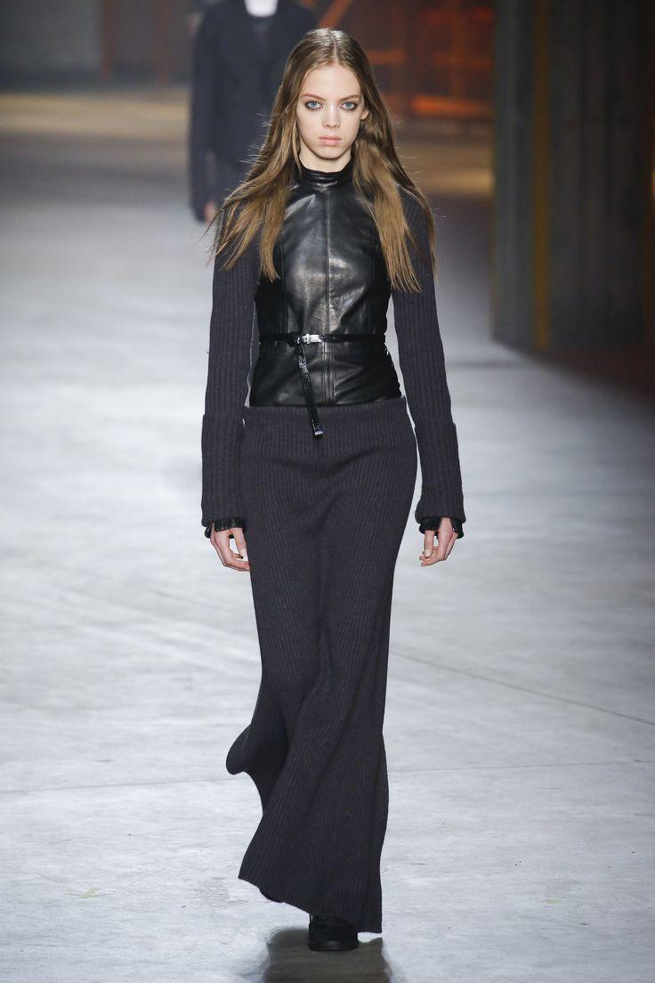 Diesel Black Gold Fall 2017 Ready-to-Wear Fashion Show - Mariana Zaragoza