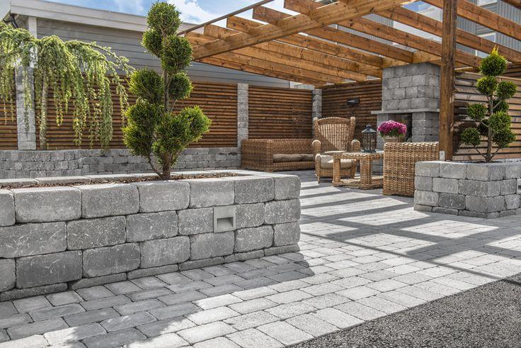Multiblokks peis av Kubbemur blir et trivlig og selvfølgelig samlingspunkt i hagen.
