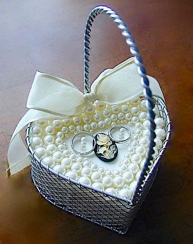 ateliersarah's ring pillow/decorated with different sizes of Pearl and cameo