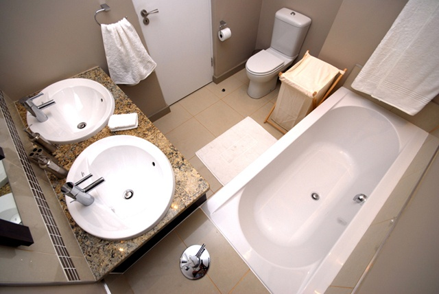 Two Bedroom Apartment Bathroom.    http://www.eahs.co.za/establishments/villa