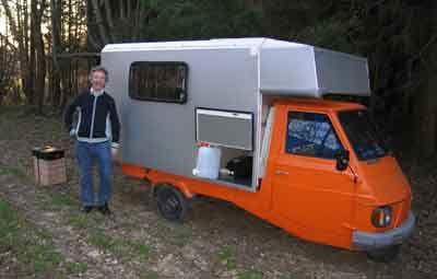 Voiciunecompilation du Piaggo ape moca camping-car.   C'est la page du Piaggio ape moca.         Le APE , le véhicule à trois roues est c...