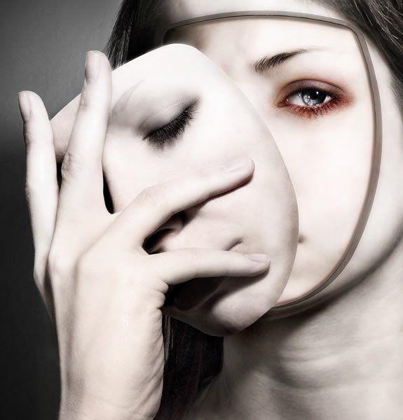 La pire des personnes est celle à double face,   qui présente un visage à certains et un autre à d'autre.