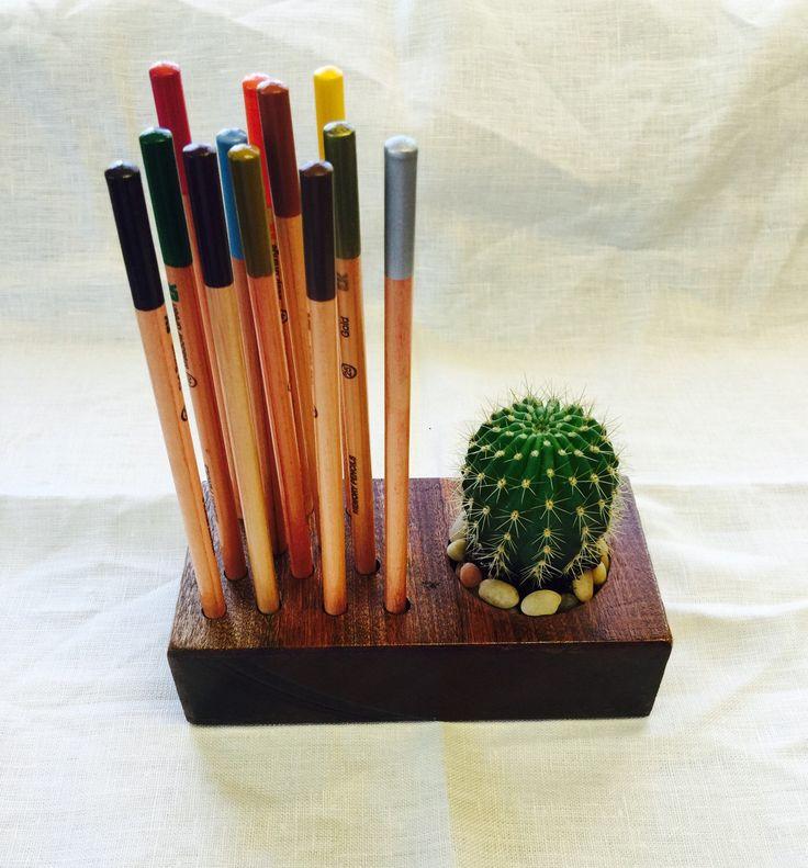 Homeoffice artist pencil paint brush holder desk