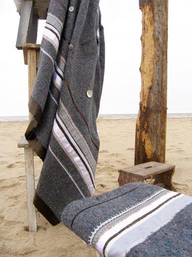 biezen haken en stroken stof naaien op een verhuisdeken mooi als sprei of plaid ((verhuisdeken-pimpen))