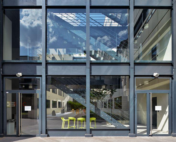 Le Green - Lyon (69) Architecte : Soho, Entreprise : Allouis Solutions WICONA utilisées : Portes Wicstyle 65 Droits Réservés WICONA