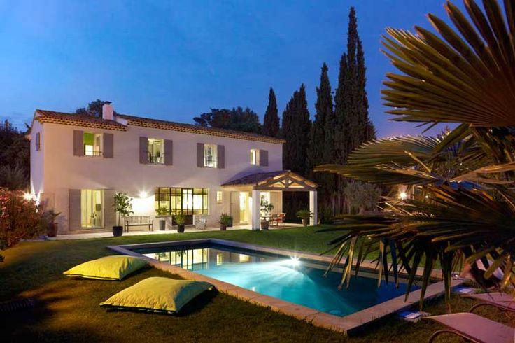les 66 meilleures images du tableau mas provence villas traditionnelles sur pinterest villas. Black Bedroom Furniture Sets. Home Design Ideas