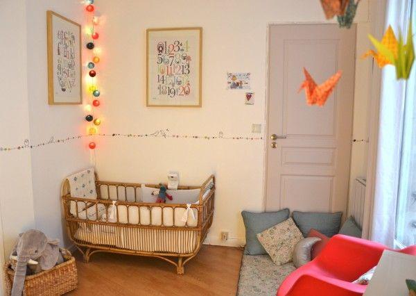 Cette fois-ci, je vous présente la chambre du petit Auguste né l'été dernier. L'univers de ce bébé est un brin rétro avec quelques objets vintage familiaux. Le sol n'a pas été changé car l'appartement est en location, mais les murs ont été repeints et une jolie fr