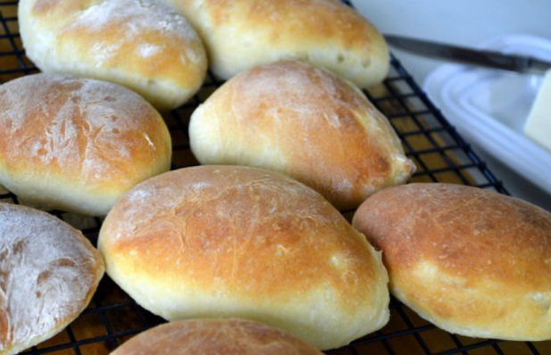 How to make Portuguese rolls, buns, pao-secos.