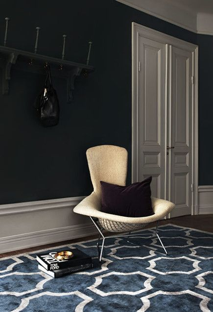 Amazing decor with lovely blue colors. Layered's Ovals rug has a very elegant and structured feel to it almost resembling sketches of round foyers from historic temples and iconic buildings. Layered is a Swedish interior fashion brand. Free shipping worldwide. See more at: http://layeredinterior.com/product/ovals/?attribute_pa_color=midnight_blue&image=ova_mb_insp20160112
