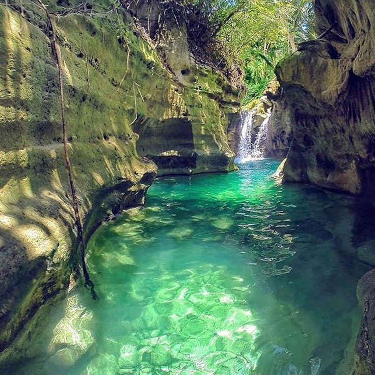 Kanlaob River Canyon - Cebu, Philippines.⠀