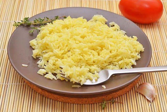 Рис с шафраном, тимьяном и чесноком | Это мой самый любимый вид гарнира, ничто так не украшает его, как шафран, который придаёт золотистый цвет и тонкий цветочный аромат.