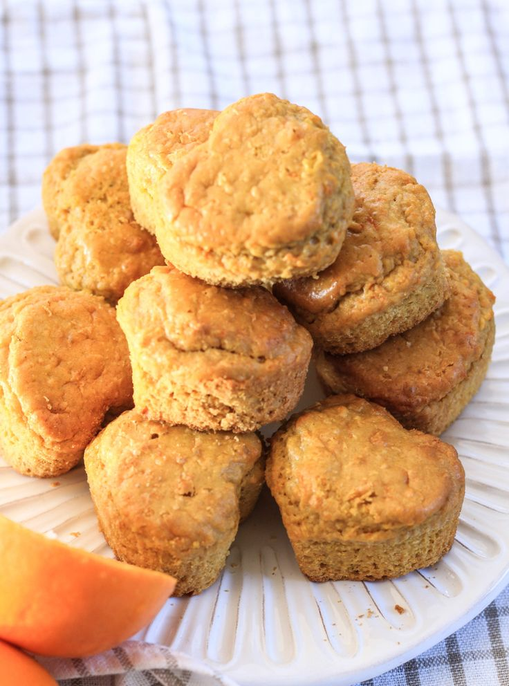 Muffins de naranja y zanahoria sin gluten. Hechos con trigo sarraceno, endulzados con stevia. Hechos 100% en la procesadora.